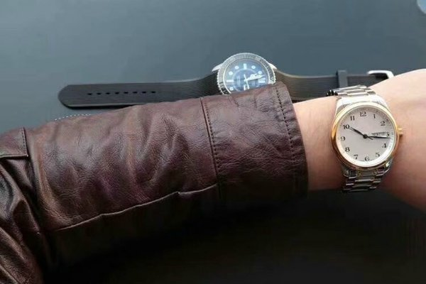 2019New fashion man watch2019 modern stylish Light comfort Fine steel watch band Automatic movement Sapphire mirror (super scrape proof)46