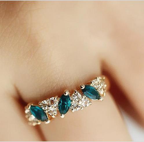 Rings Wholesale Cute Vintage Emerald Anel Rings For Women Fancy Jewelry Retro Feel Sweet Female Emerald Crystal Rings