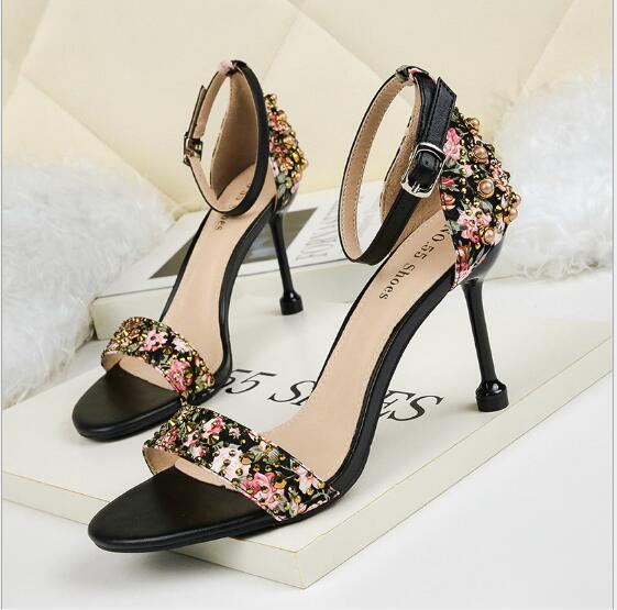 Europa y los Estados Unidos sexy tacones altos abiertos con discotecas de diamantes de imitación sandalias delgadas finas con zapatos de temperamento para mujeres