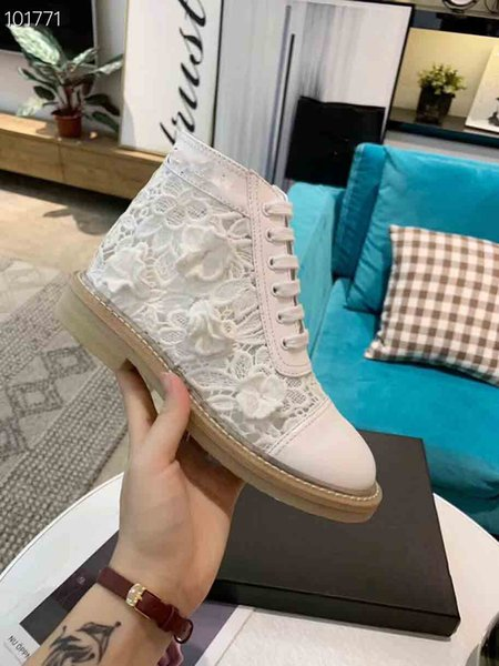 2019 Super New French Synchronized Designer Leisure Boots, Italian Imported Lace Boots, Designer Women Petal Boots