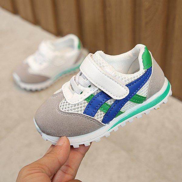 Зеленая чистая обувь