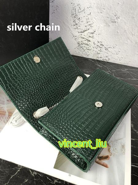 Verde con cadena de plata