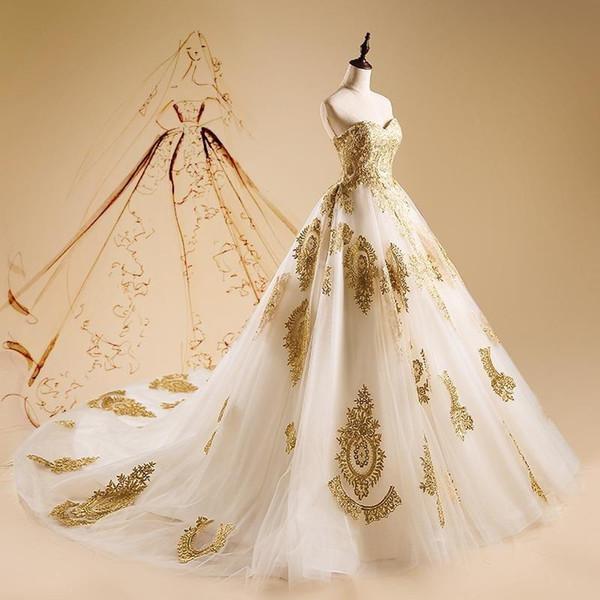 Vestidos de novia de encaje dorado vintage Vestidos de novia Vestidos de novia con cuello redondo Vestidos de novia de tul Tren de barrido con cordones Volver túnicas de baño