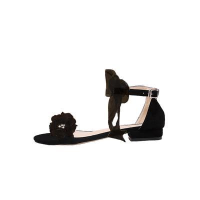 black 2cm heel