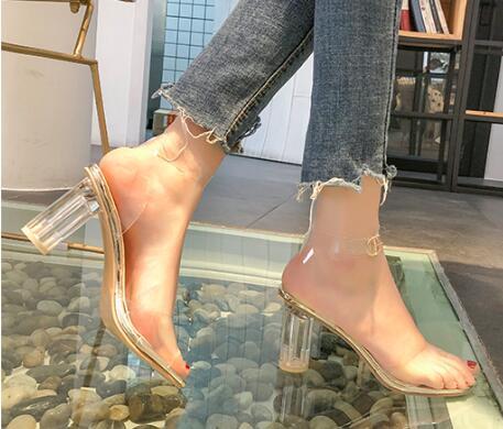 Sandales rouges noires Fairy Wind Eté 2019 Nouveau type de bouton euro-américain sexy Chaussures à talons rugueux transparents