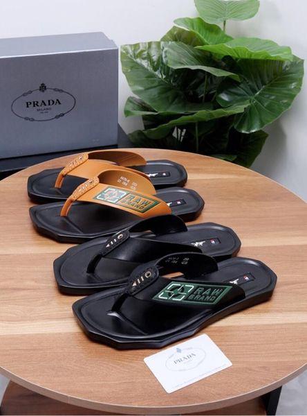 Pantoufles d'été pour hommes 2019, design de designer avec un fond en cuir légèrement rembourré, résistant de haute qualité