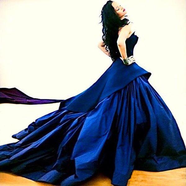 Neue Ankunft Rihanna Ballkleid Marineblau Celebrity Formal Abendkleider Abendkleid Langes Zug Roter Teppich Kleider 195