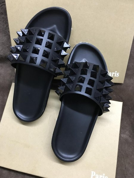 Bottoms rojos Zapatillas Slippers de diseño de lujo Spikes casuales Hombres Mujeres Zapatillas de playa Marea Hombre Inicio Des Chaussures Alpargatas de cuero