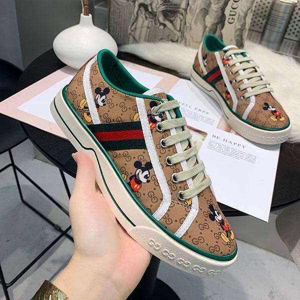 Top qualidade Mulheres plataforma sapatos de treinamento de luxo clássicos sapatos de lona Leather Lace up Moda Lazer Negócios Sapatos férias com caixa