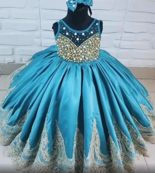 Luxuriöse Spitze Blumenmädchenkleider Sheer Neck Perlen Satin Kleines Mädchen Brautkleider Vintage Kommunion Pageant Kleider Kleider F156