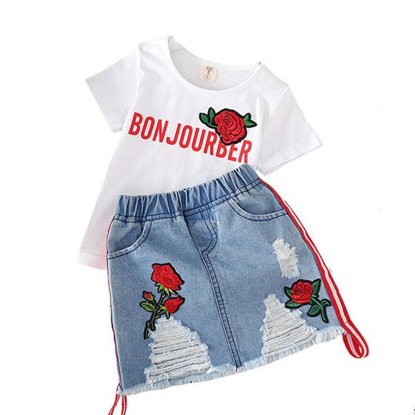 Ropa de diseñador para niños trajes para niñas niños Rosa bordada top + Agujero faldas de mezclilla 2 unids / set 2019 Summer Boutique ropa para bebés Conjuntos B11
