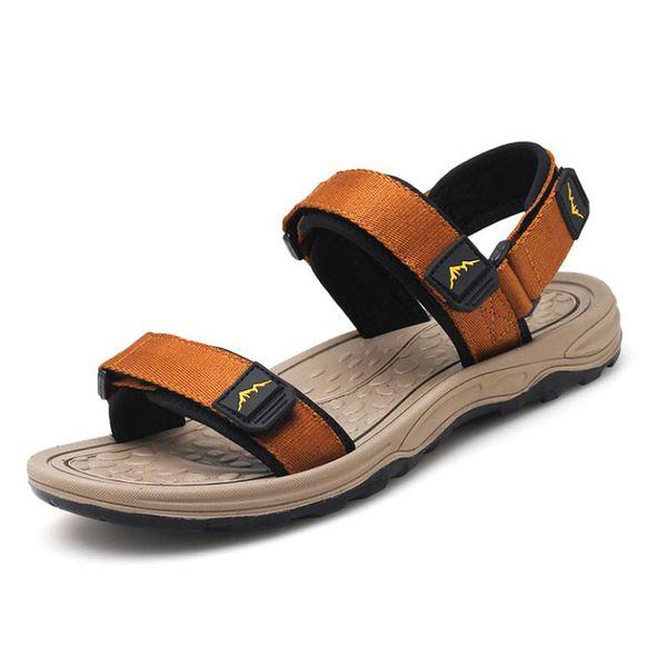 2019 Sandalias de verano para hombre Zapatos de playa para exteriores Sandalias de doble uso para hombres Casual Roman Flats Shoes Transpirable antideslizante sandalia