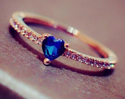 Cute and Beautiful Rose Gold Color Heart Shape Princess Rings Simple Blue Crystal Zircon Rings Jewelry for Wedding Engagement
