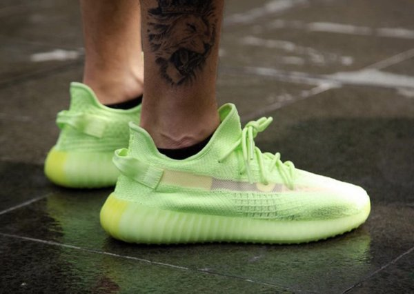 2019 Kanye West New Shoes Glow in the dark Neon Green Running Shoes White Static 3M None Reflective Men Women Sneakers