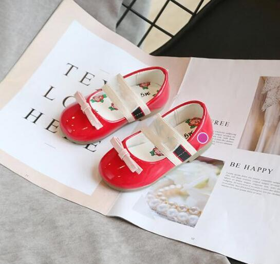 Tasarımcı Çocuklar ayakkabı ilkbahar ve sonbahar yeni kızlar düz ayakkabı çocuk su geçirmez hafif kaymaz yay giymek bebek sevimli prenses ayakkabı