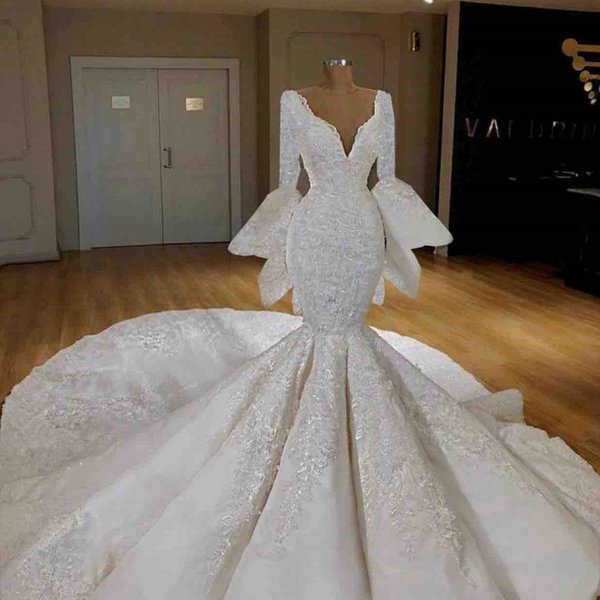 Bell Big sleeves Mermaid Wedding Dresses 2019 Deep V Neck Lace Applique Chapel Train Plus Size Bridal Gowns