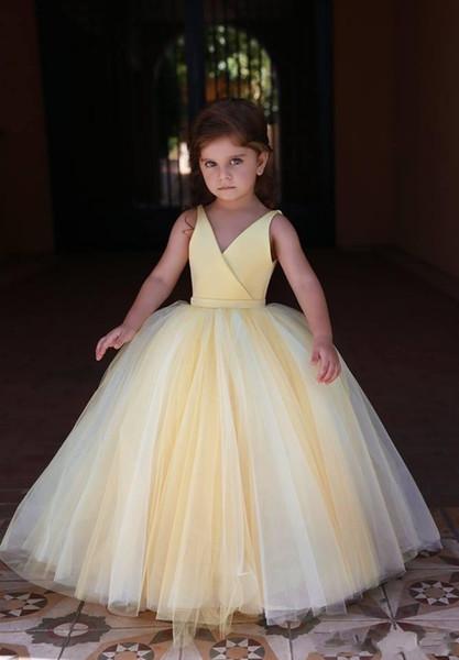 2019 Carino ragazze fiore giallo chiaro abiti per matrimoni principessa senza maniche scollo a V pavimento lunghezza bambini piccoli abiti prima comunione