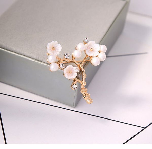 White flower brooch female European and American literary retro style branch shape jewelry crystal pin net red