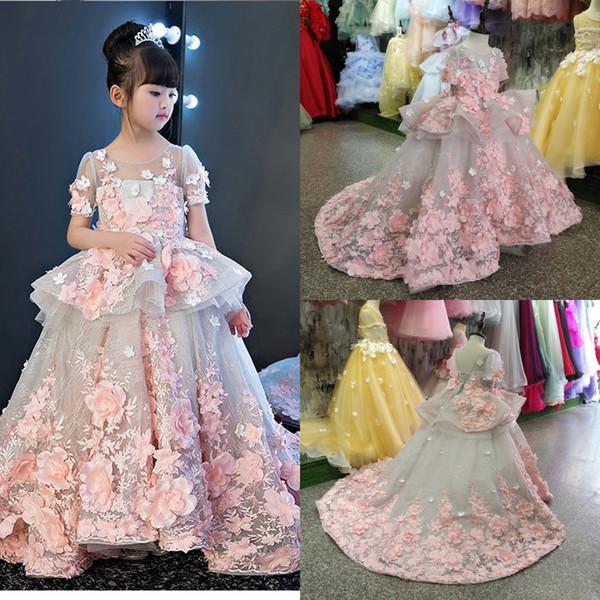 Belle pétale Powers Pink Flora Girl Pageant Dress Sheer Neck manches courtes Appliqued avec lacets dos longs enfants formelle robes de soirée