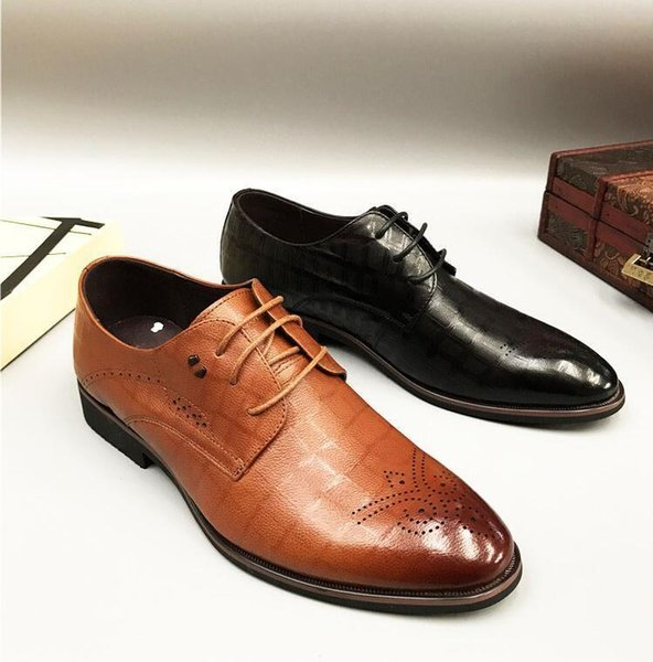 Genuine Leather Men'S Dress Shoes Pointed Toes Lace Up Carved Rivets Gradient Plaid Male Smart Casual Brogue Shoes Formal Dress Mens Trainers Walking