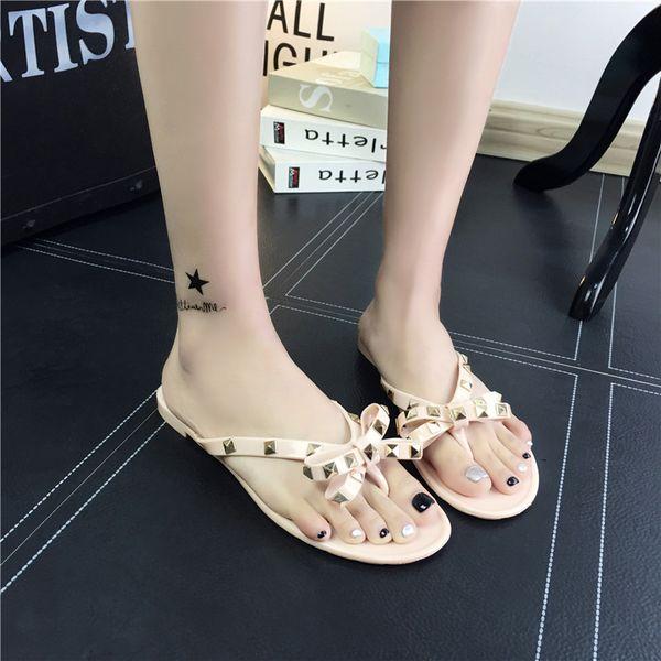 New Europe and America ladies flat bottom beach pinch flip flops summer rivet bow slippers sandals sandals