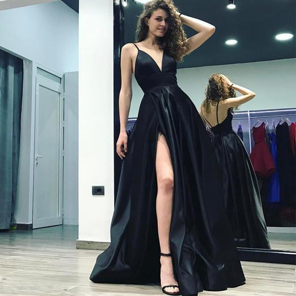 Nuevo diseño Negro profundo con cuello en V Vestidos de baile Correas espaguetis Altas rendijas Largo sin espalda Corte Tren Satén Vestidos de noche formales