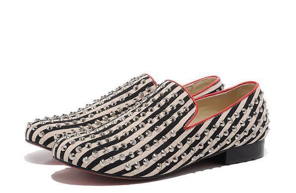 Moda Mocasines de fondo rojo Zapatos de zapatilla de deporte Mujeres de alta calidad, Hombres Spikes Slip On Zapatos casuales Vestido de fiesta de boda de rayas al aire libre Caminar