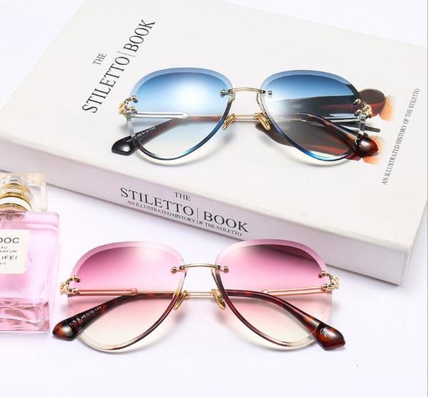 Diseñador de la marca Cat Eye Sunglasses Mujeres Plástico de Lujo Gafas de Sol Clásico Retro Al Aire Libre Gafas De Sol Gafas