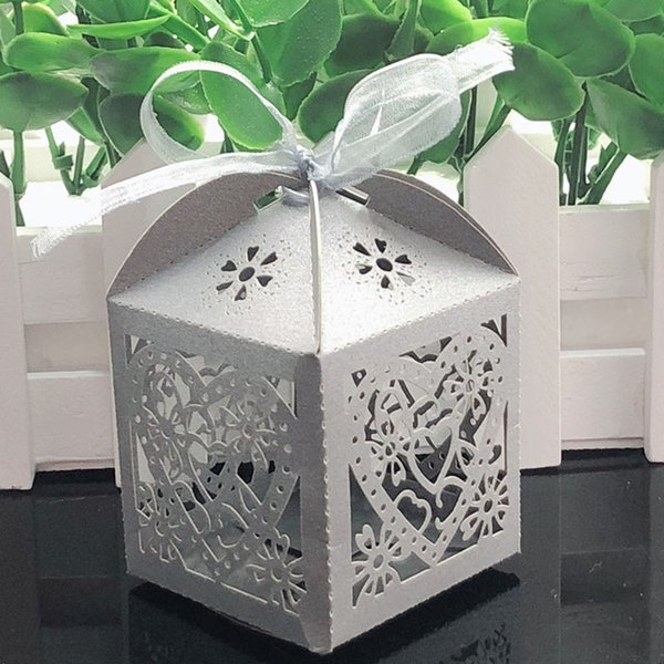 2020 Love Heart Laser Cut Hollow Carriage Favors Gifts Bag