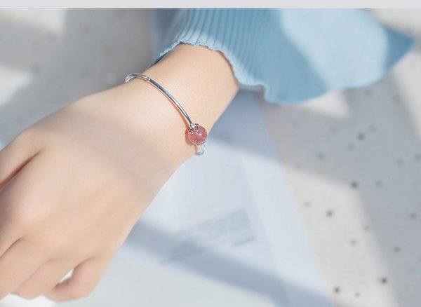 Silver bracelet female han version sen is sweet and small pure and fresh strawberry crystal bracelet hand ornaments