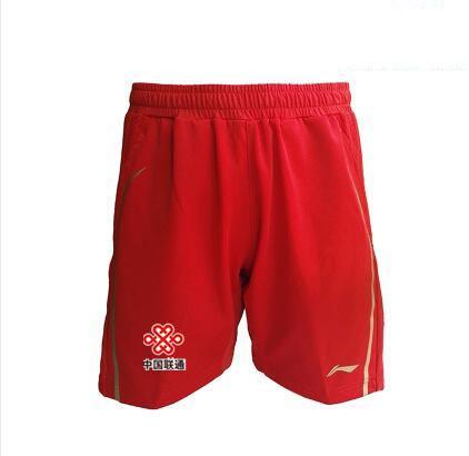 rote Shorts mit Fahne