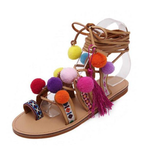 Sandalias Pompones Süet Pom Pom Gladyatör Sandalet Kadınlar Lace up Diz Yüksek Düz Sandalet Kadın Ayakkabı Yaz Kahverengi