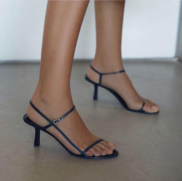 2019 zapatos de diseñador para mujer Verano Bare sandalias de cuero suave cuero azul marino 65mm elegantes correas delgadas sorprendentemente cómodas 3A