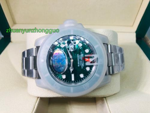 Mens Luxury Top Quality V7 2813 Movement Green Ceramic Bezel Sapphire Glass 40mm Glide buckle Automatic Mens Luminous Watches