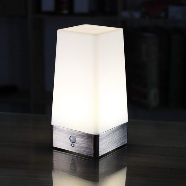WRalwaysLX 3 Modi Batteriebetriebene kleine Tischlampe, drahtloses Nachtlicht des PIR-Bewegungssensor-LED der Nachttischlampe, empfindliche bewegliche Lampe