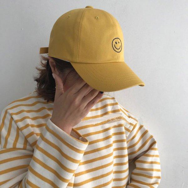 Gülen İşlemeli Yüz Kavisli Cap-bağırtı