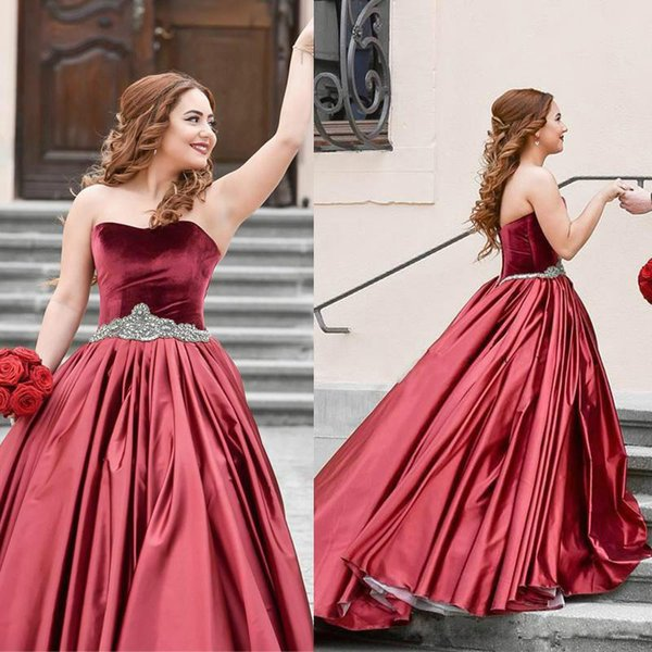 Escuro Vermelho vestido De Baile Vestidos De Casamento Querida Strass Sash Veludo Vestidos De Casamento Ruffles Cetim Abric Dubai Vestido De Noiva