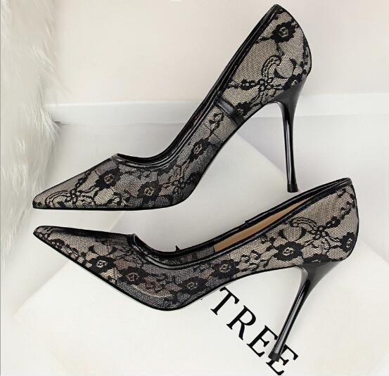 2019 Europa y los Estados Unidos sexy zapatos de tacón alto delgados mujer tacón alto boca baja boca puntiaguda malla calado encaje solo zapatos