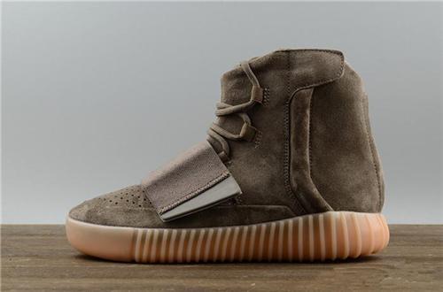 2019 Scarpe da designer di vendita calda Stivali Kanye West 750 Scarpe da tennis grigio chiaro marrone Scarpe da tennis grigio scuro triple Nero Scarpe da jogging da escursione all'aperto