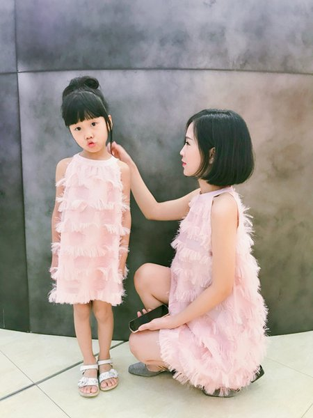 Matching Mother Daughter Dresses Summer Family Matching Clothes Sleeveless Tassel Party Family Look Mom Daughter Dress Clothes Y19051103