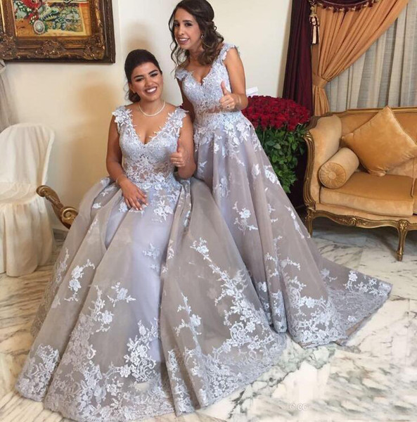 Charming V-Neck A-Line Prom Dresses 2019 Lace Appliques Illusion Body Sleeveless Special Occasion Dresses Evening Party Gowns robe de soiree