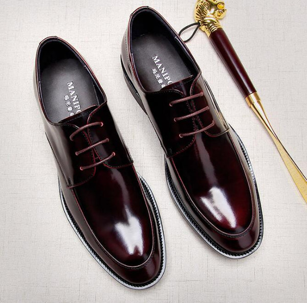 Tasarımcı marka İngiltere damat düğün Ayakkabıları Erkekler Yuvarlak Toes Elbise Ayakkabı beyefendi Hakiki Deri Dantel-Up Aşınmaya dayanıklı Yassı