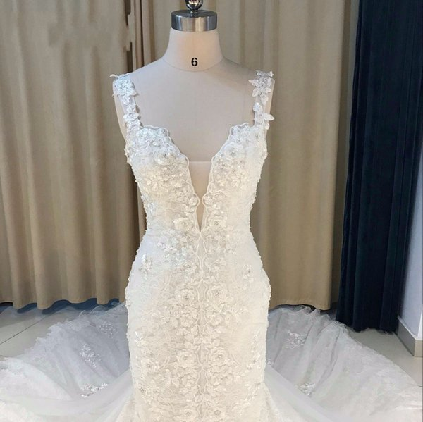 Luxurious Scoop Mermaid Sleeveless Lace Applique Hand Made Flower Beaded Sweep Train Wedding Dreses Pleats Custom Made Bridal Wedding Gowns