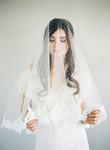 New Amazing Real Picture Two Layer Lace Applique Edge Wedding Veil Wrist Length White Ivorye Red Meidingqianna Brand