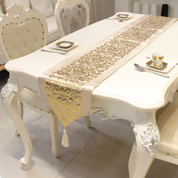 Terciopelo de lujo europeo Camino de mesa dorado Mantel Bordado Camino de mesa de Gloden Bandera Alfombras de cena Textiles para el hogar