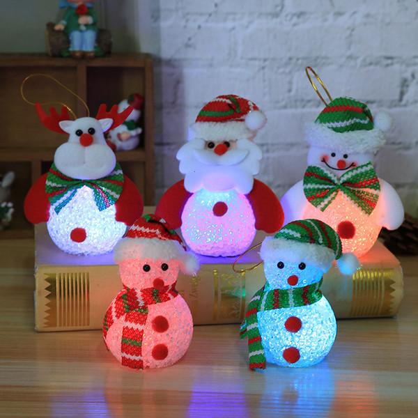 Une LED Apportez lumière d'arbre de Noël garçon Décoration Pendentif produits de meubles pour l'affichage plutôt que pour utiliser des enfants Petit cadeau