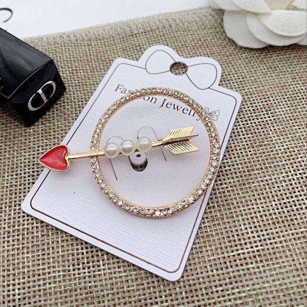 2019 new creative letter pearl brooch Korean version of high-grade crystal ladies pin coat jewelry brooch