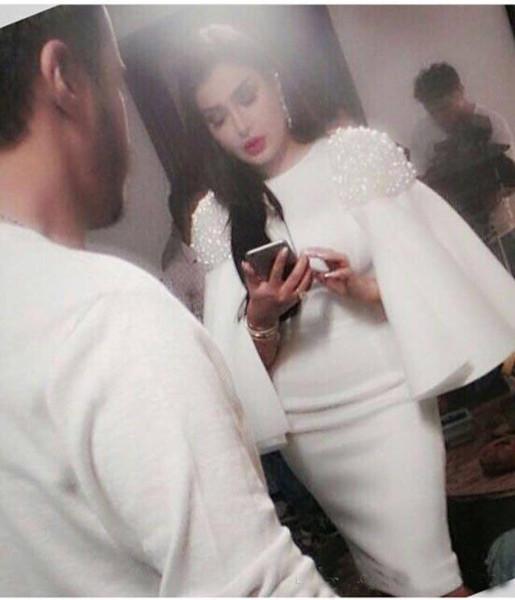 2019 Reine Perlé Cape De Bal Robes Jewel Gaine Élégant Genou Longueur Robes Formelles Robes De Soirée Arabe Saoudien Robes De Soirée Du Moyen-Orient