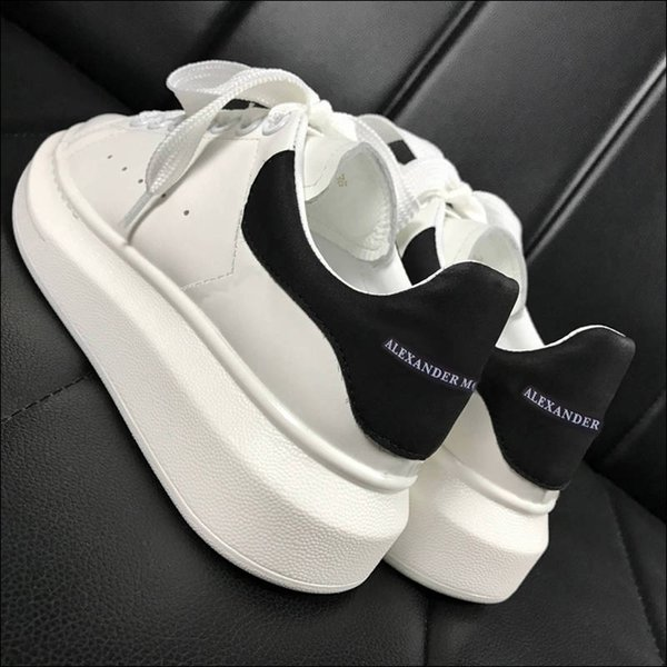2019 latest thick-soled shoes increased McQueen white shoes female students Korean version of the wild couple shoes
