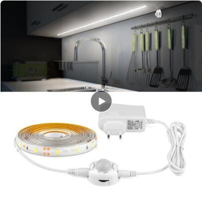 Acquista 1 M / 2 M / 3 M / 4 M / 5 M Striscia LED 12 V Sensore Di Movimento  Sotto Luce Armadio Illuminazione Cucina Armadio Armadio Camera Da Letto ...